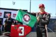 Helio Castroneves shows the Verizon P1 Award flag for winning the pole for Race 1 of the Chevrolet Indy Dual in Detroit -- Photo by: Chris Jones