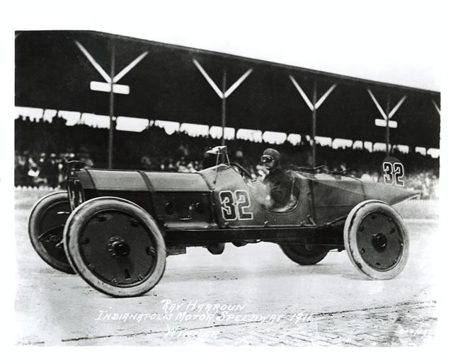 Il vincitore del 1911, Ray Harroun, su Marmon Wasp. indycar.com