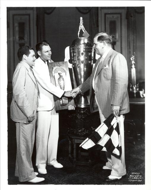 Oltre a diventare il primo tre volte vincitore e introdurre casualmente la tradizione del latte in victory lane, nel 1936 Louis Meyer è anche il primo vincitore ad essere