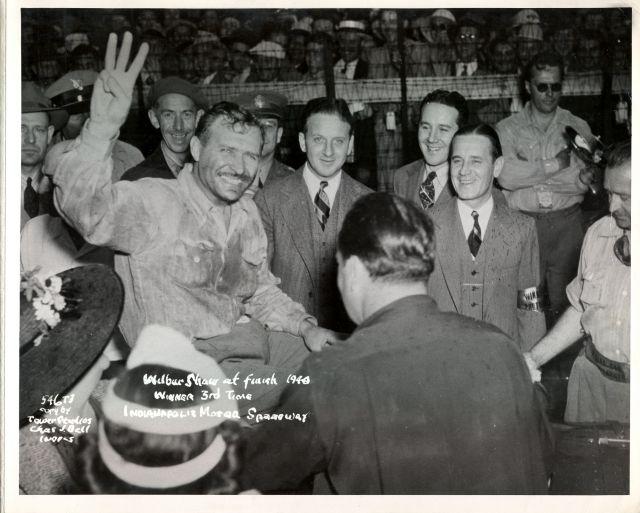 Nel 1940 Wilbur Shaw diventa il secondo tre volte vincitore della corsa, conquistando il secondo successo consecutivo su Maserati. indycar.com