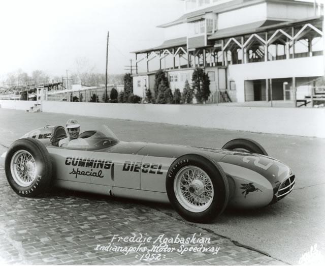 Storica pole position nel 1952 della Cummins diesel turbocompressa di Fred Agabashian. indycar.com