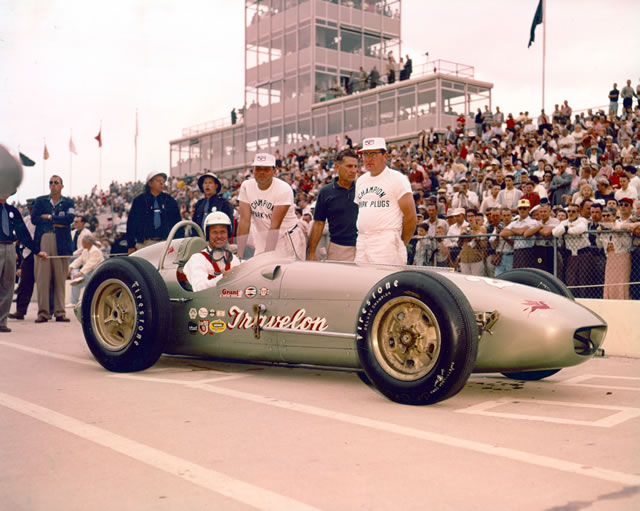 A 1959 Indianapolis 500 car, showing added roll bar behind driver's head.