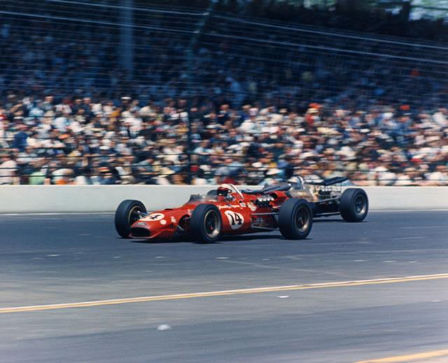 AJ Foyt nel '67 raggiunge Shaw, Meyer e Rose affermandosi come il pilota più vincente degli anni '60. indycar.com