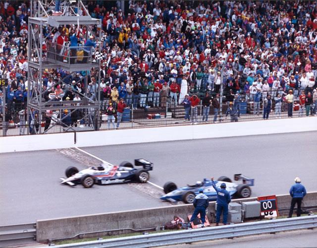 Al Unser Jr. precede di soli 43 millesimi, conquistando nel 1992 l'edizione con il minor margine di vittoria di sempre. indycar.com