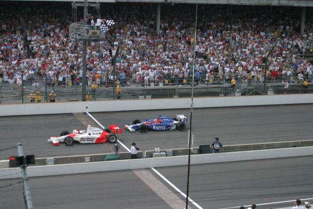Sam Hornish mette a segno una strepitosa rimonta soffiando sul traguardo al rookie Andretti l'edizione 2006. Bill Watson, indycar.com